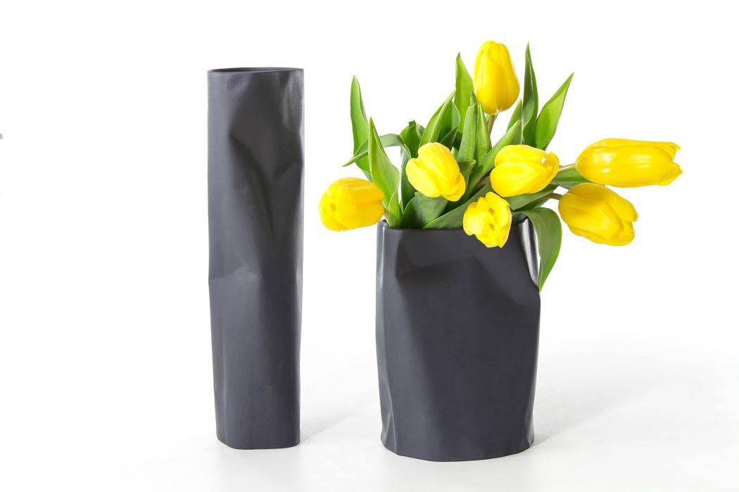 Bent Vase Black Small